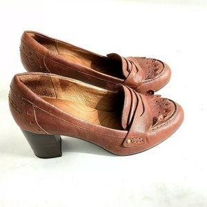 Clarks Indigo Tassels Heels Pumps Brown size 8.5